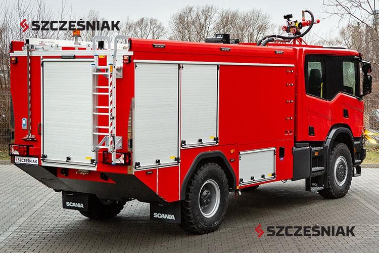 Ciężki samochód lotniskowy Scania P450 4x4