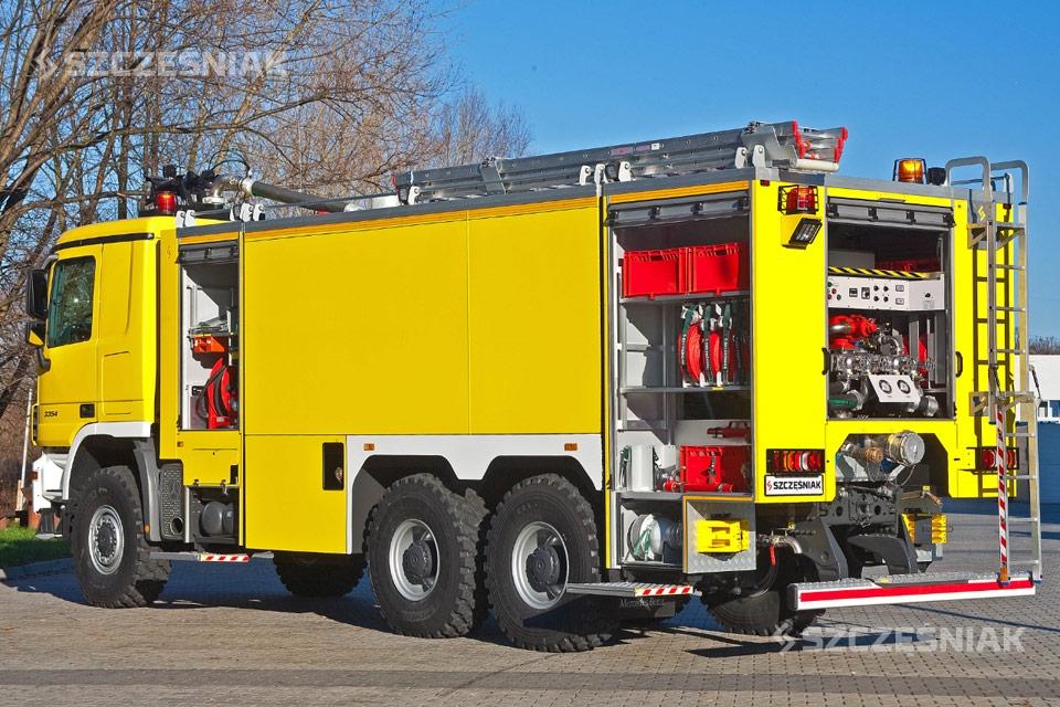 Ciężki lotniskowy Samochód Ratowniczo Gaśniczy Mercedes Actros 6x6