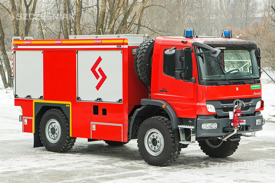Lekki lotniskowy Samochód Ratowniczo Gaśniczy Mercedes Atego 4x4