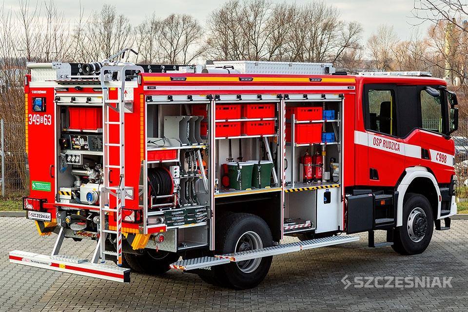 Średni Samochód Ratowniczo Gaśniczy Scania 4x4