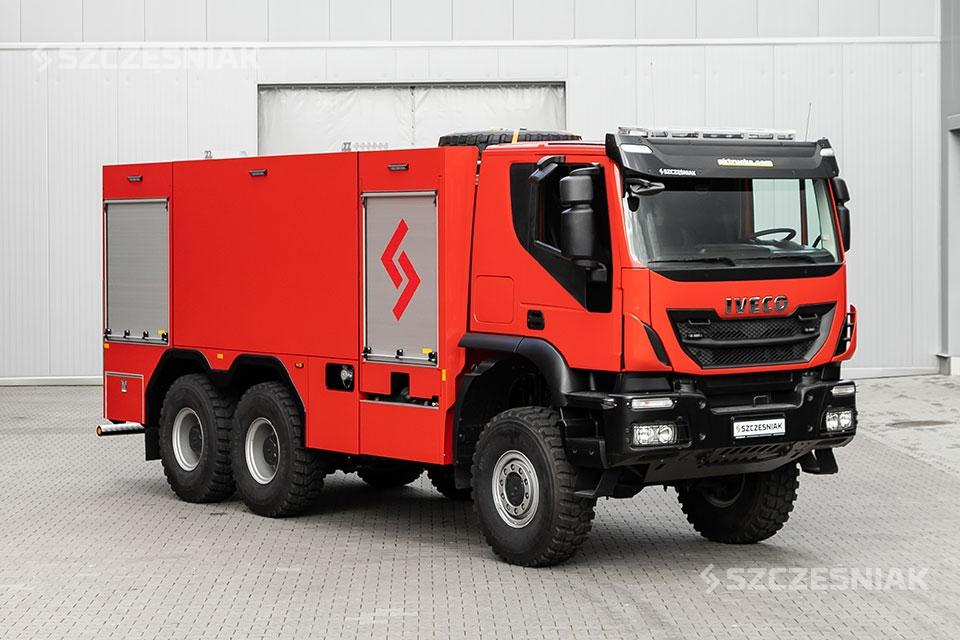 Ciężki Samochód Ratowniczo gaśniczy Iveco TRAKKER