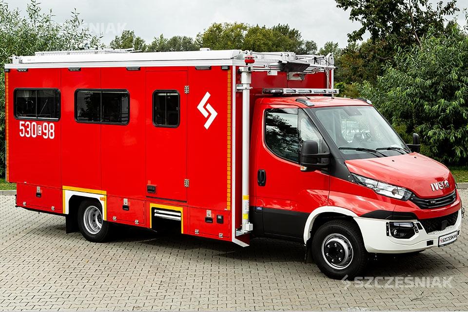Lekki samochód dowodzenia i łączności Iveco Daily 4x2